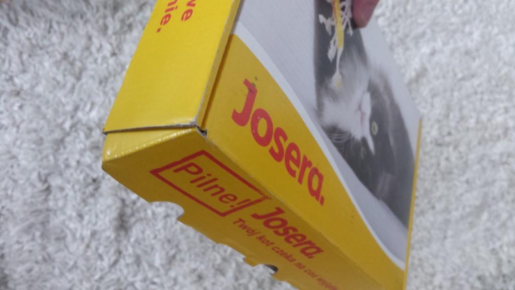 Karton z próbkami karmy dla kotów Josera