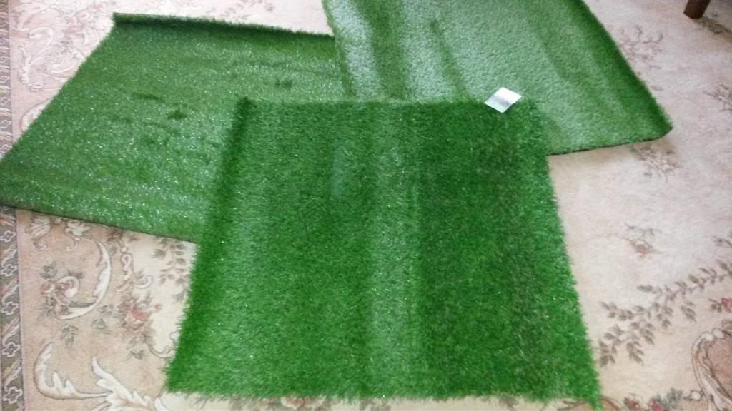 próbki sztucznej trawy