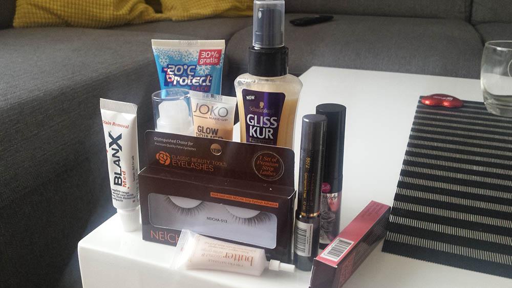pudełko shinybox z próbkami i kosmetykami