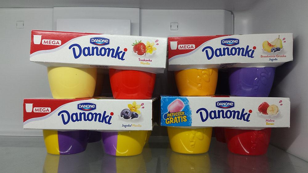 lodówka pełna jogurtów - darmowe danonki