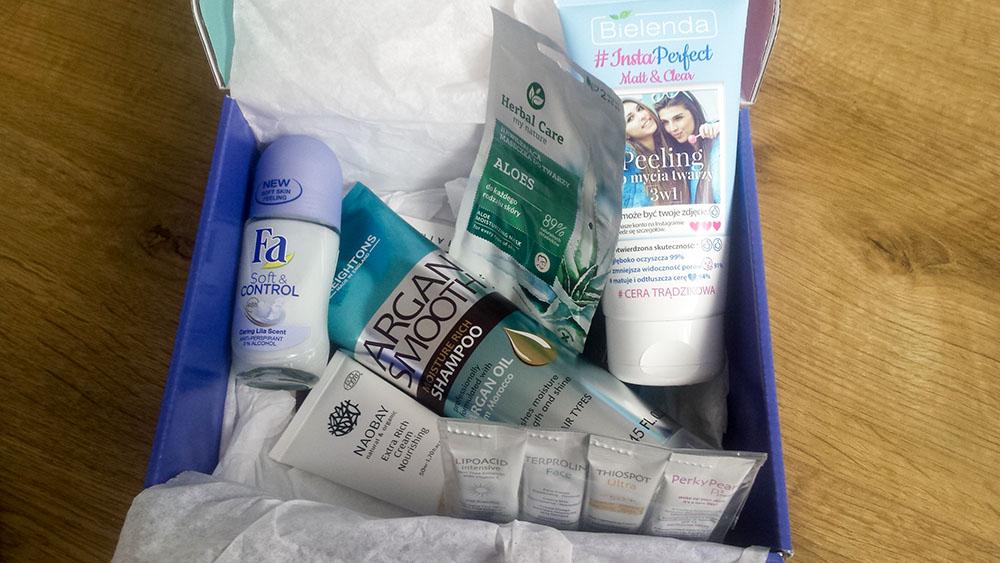 zawartość pudełka shinybox z kosmetykami