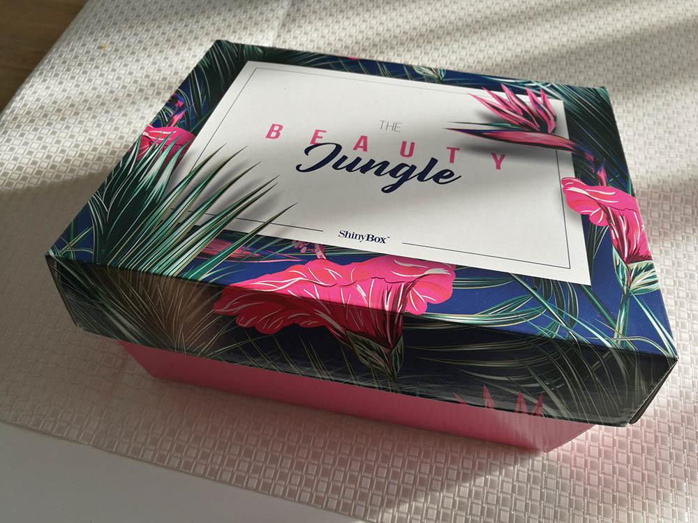box z kosmetykami shinybox