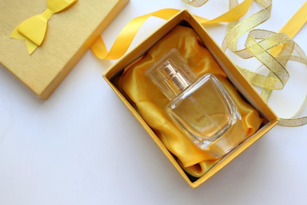 pomysl-na-prezent-sprawdz-kultowe-marki-perfum-dla-niej-i-dla-niego_1
