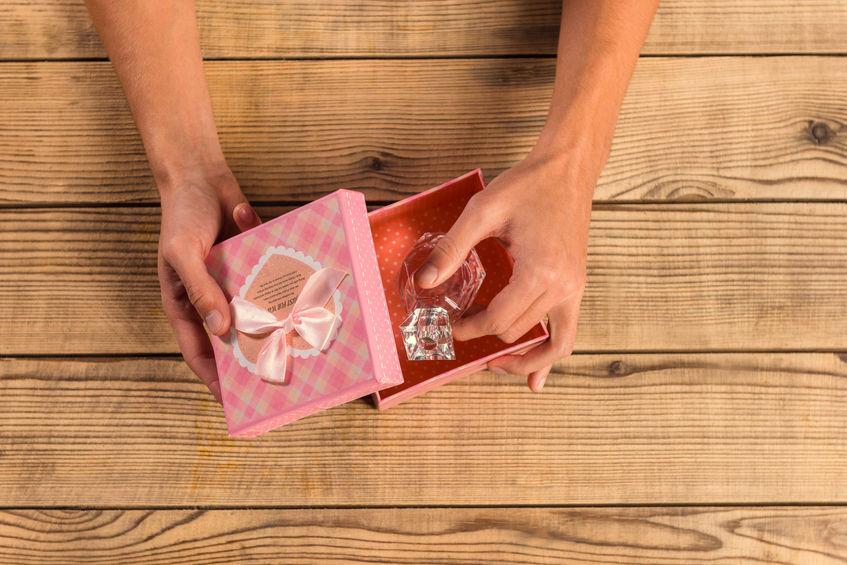pomysl-na-prezent-sprawdz-kultowe-marki-perfum-dla-niej-i-dla-niego_3