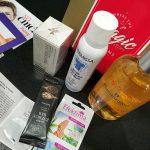 pudełko shinybox z kosmetykami