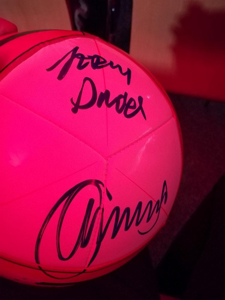 piłka do gry z autografem jerzego dudka