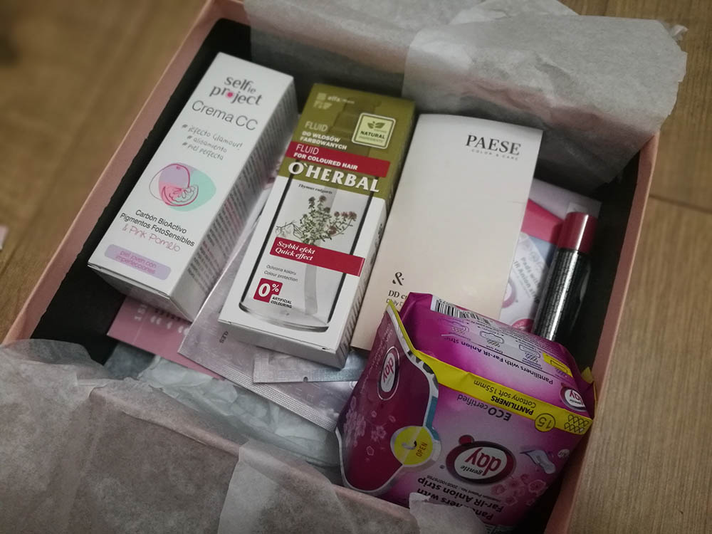 pudełko z kosmetykami shinybox marzec 2019