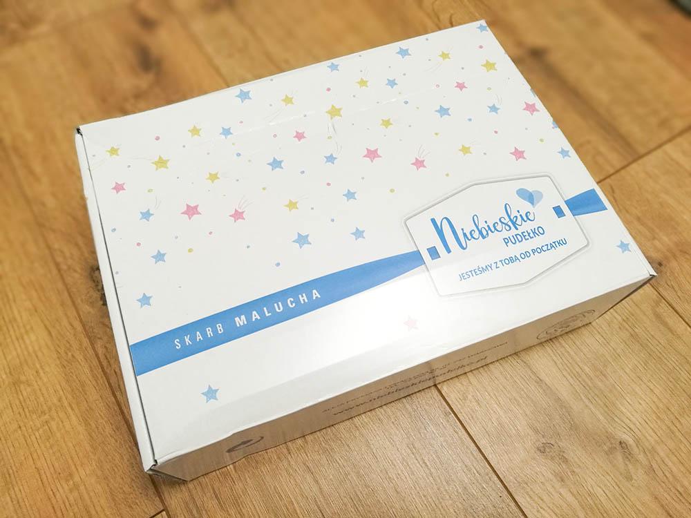 niebieskie pudełko z próbkami dla dziecka