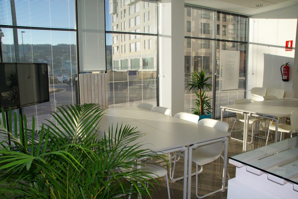 office-space-1744801_1920