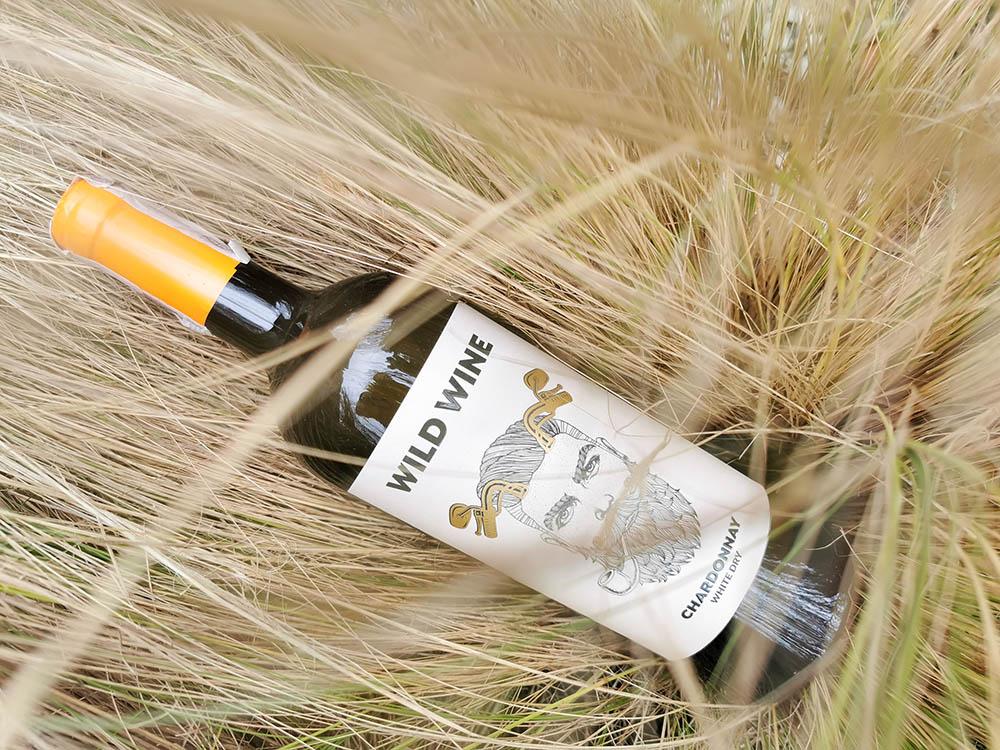 butelka wild wine białe wino